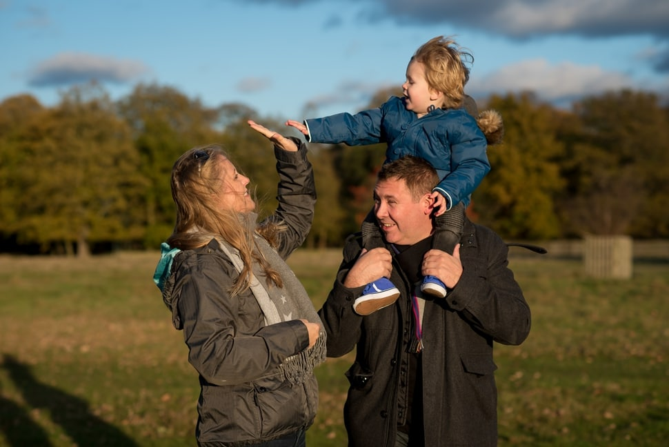Richmond family photographer: freezing photos in Bushey Park