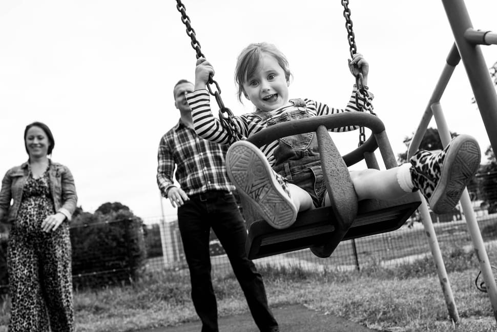 Verulamium park swings, St Albans family photo session